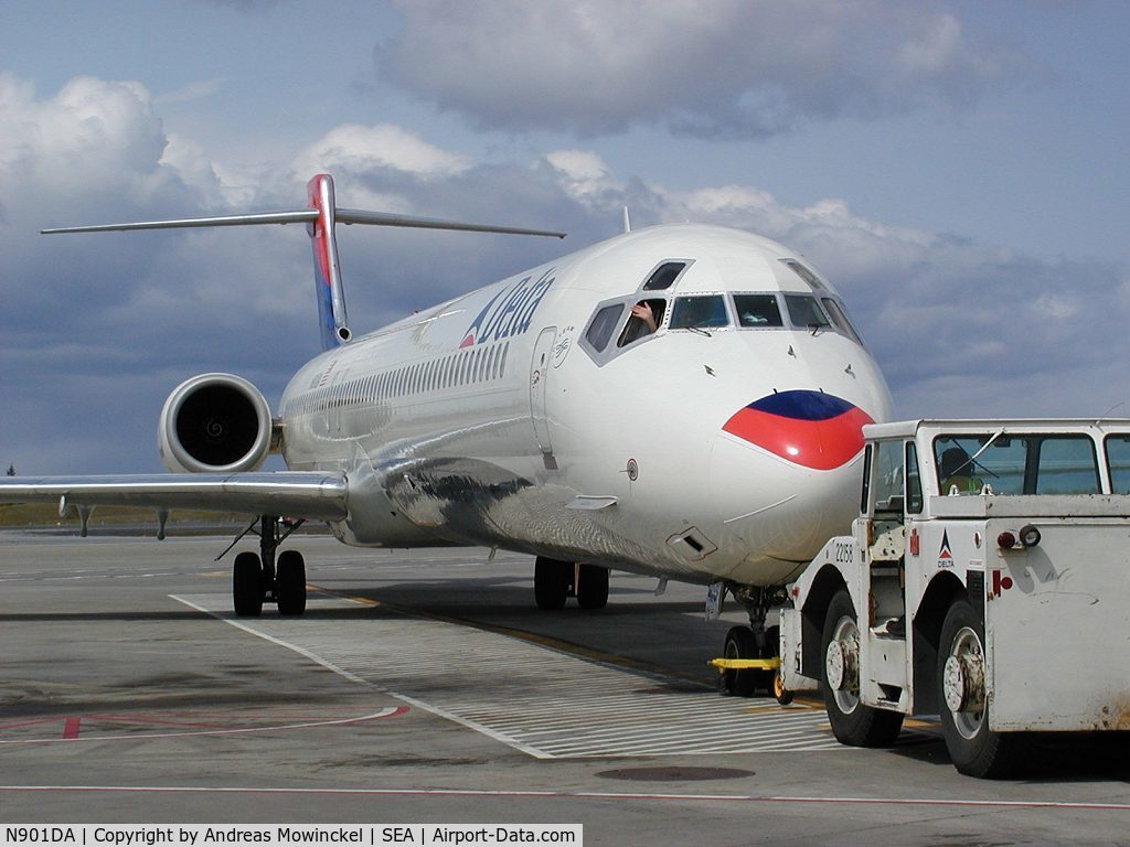 Aircraft N901DA (1995 McDonnell Douglas MD-90-30 C/N 53381 ...