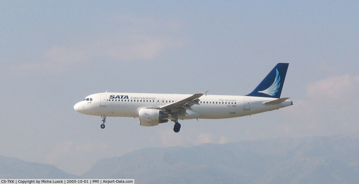 CS-TKK, 2005 Airbus A320-214 C/N 2390, On short finals at Palma de Mallorca