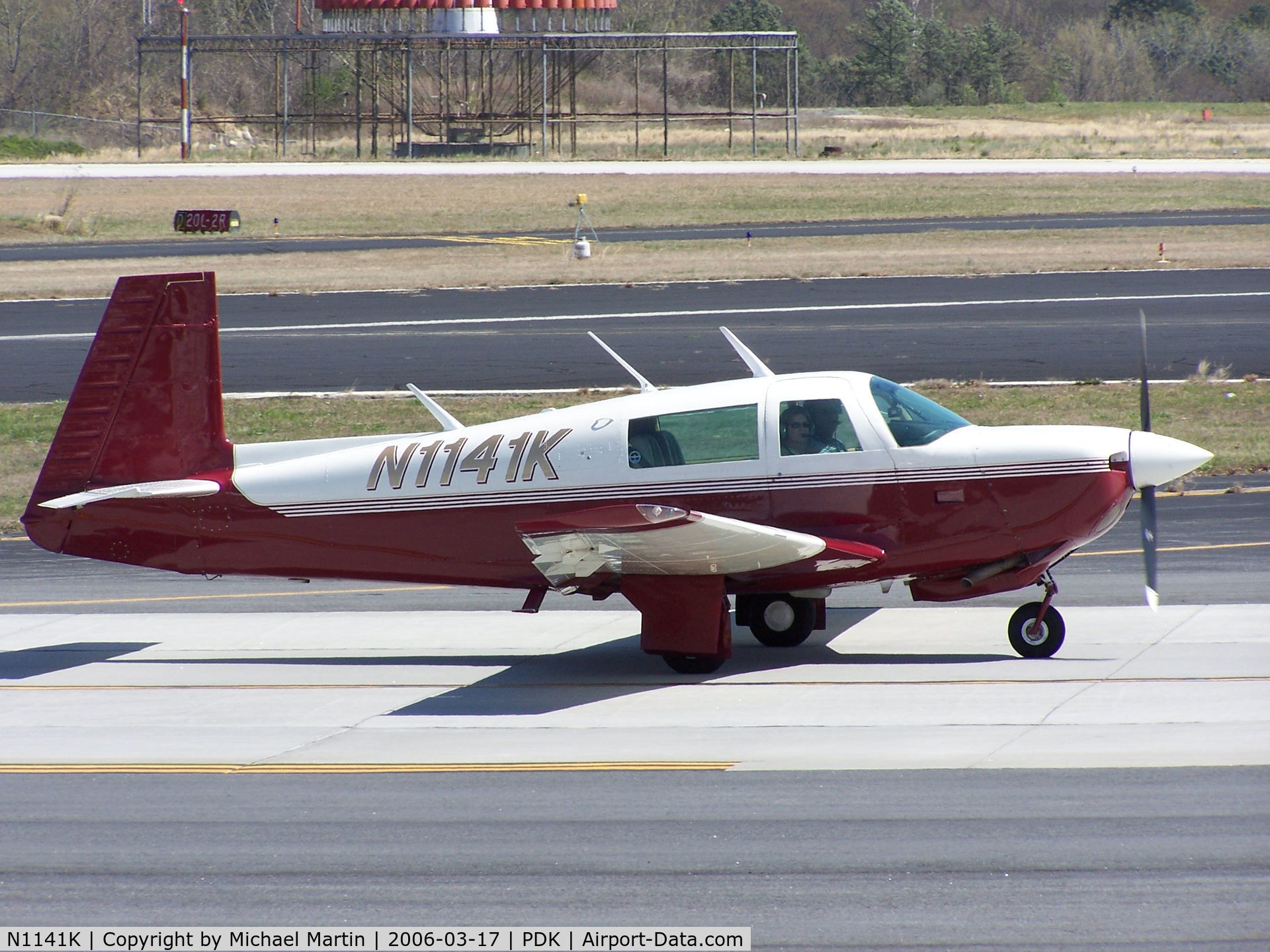 N1141K, 1981 Mooney M20J 201 C/N 24-1214, Taxing to Runway 20R