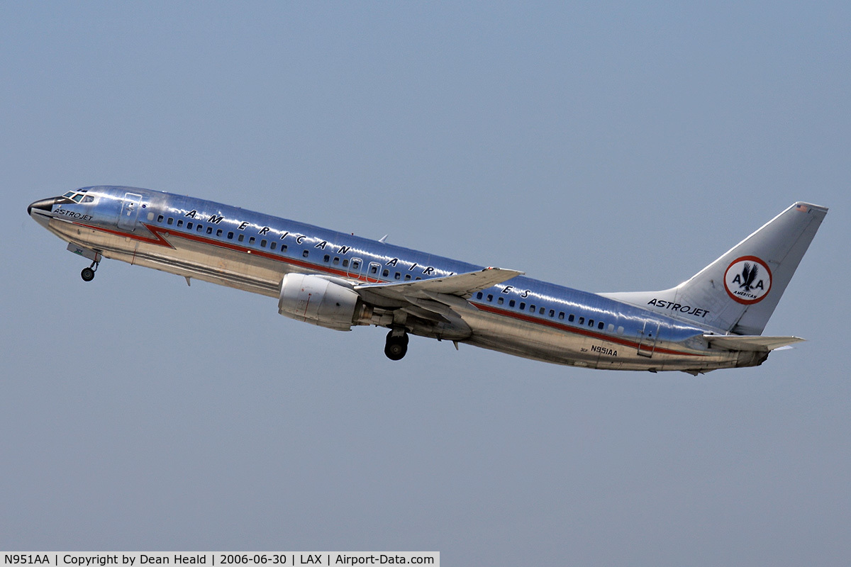 Aircraft n951aa 2000 boeing 737 823 c n 29538 photo by for American airlines plane types