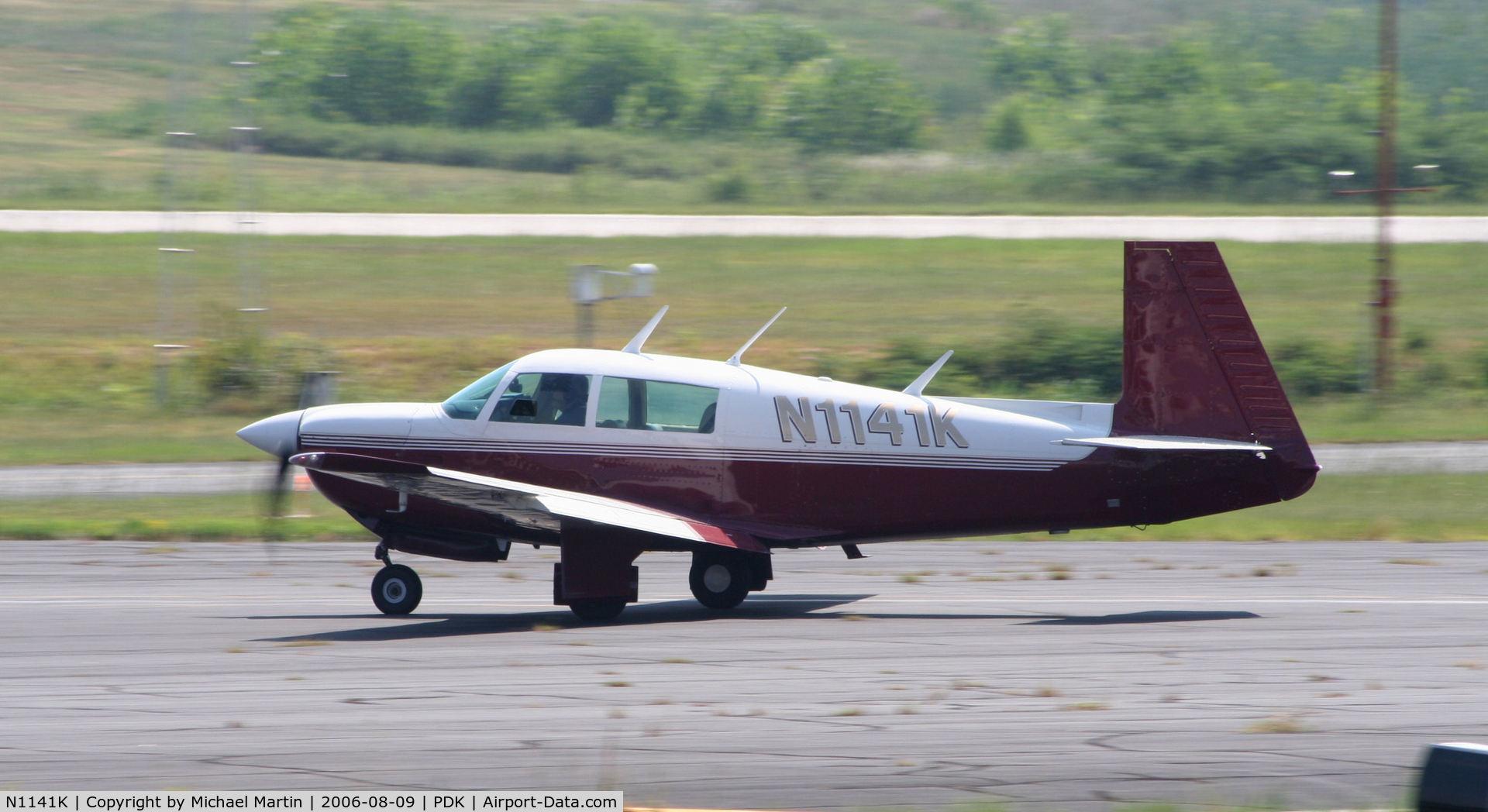 N1141K, 1981 Mooney M20J 201 C/N 24-1214, Landing Runway 2L