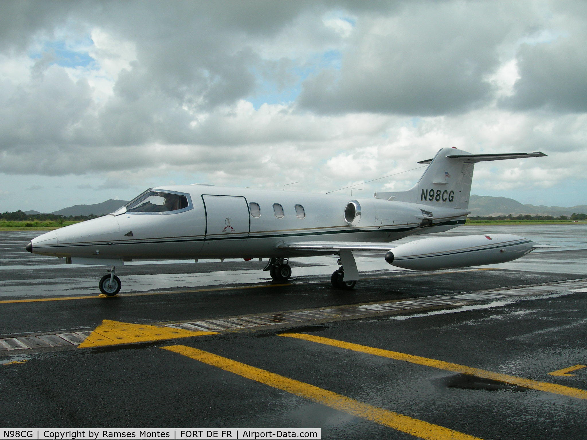 N98CG, 1976 Learjet 24D C/N 289, on the ground @ FOF