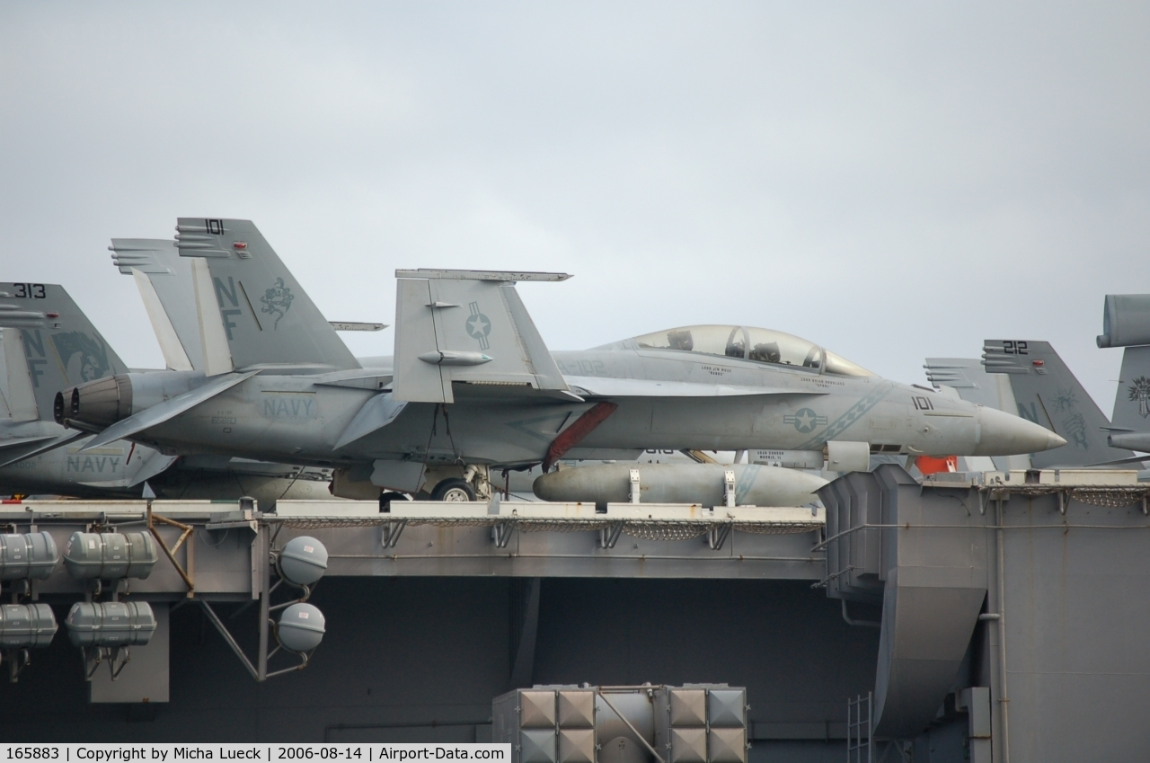 165883, Boeing F/A-18F Super Hornet C/N F043, McDonnell Douglas F/A 18 Hornet on the Kitty Hawk in Fremantle, Australia