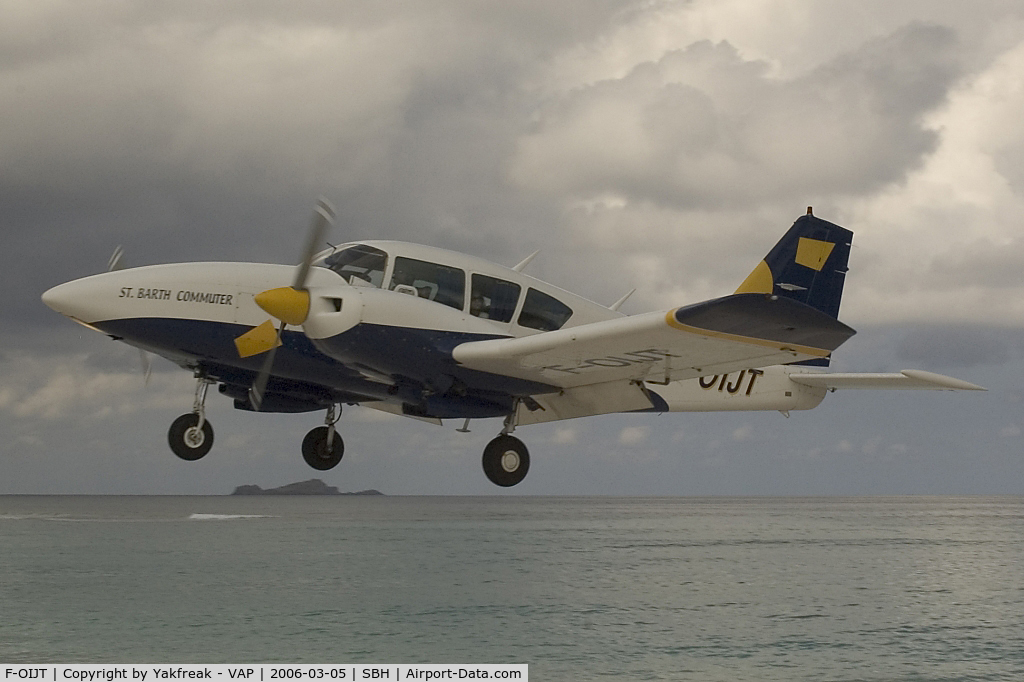 F-OIJT, Piper PA-23-250 AZTEC F C/N 27-7854129, St.Barth Commuter Piper 23 Aztec