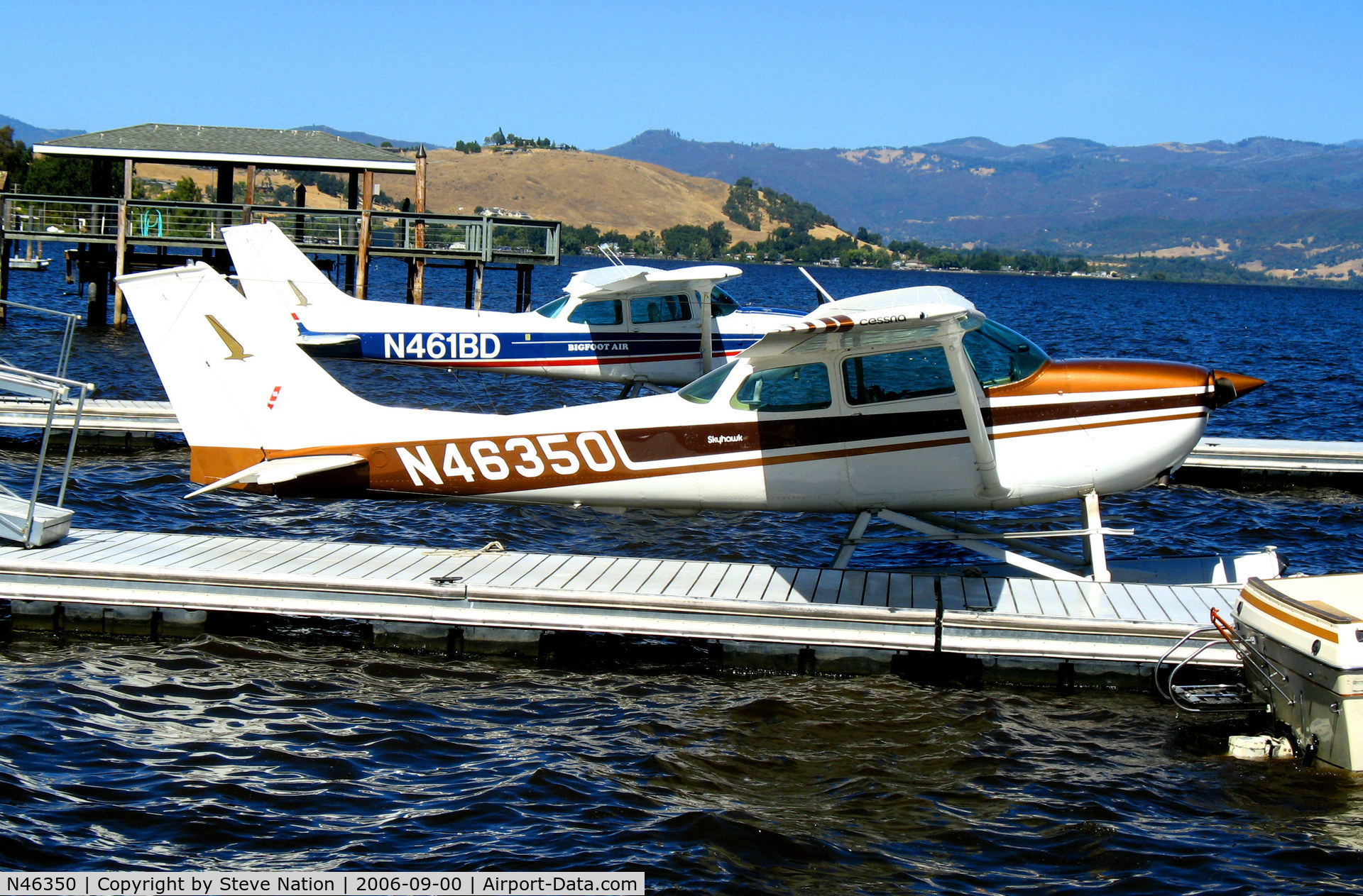 N46350, 1968 Cessna 172K Skyhawk C/N 17257203, Phoenix Flying Club 1968 Cessna 172K moored at Skylark Shores Motel, Lakeport, CA for 2006 Clear Lake Splash-in