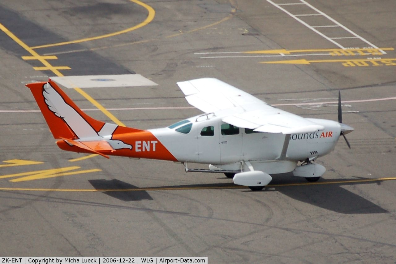 ZK-ENT, Cessna U206G Stationair C/N U20603667, Taxiing to the gate