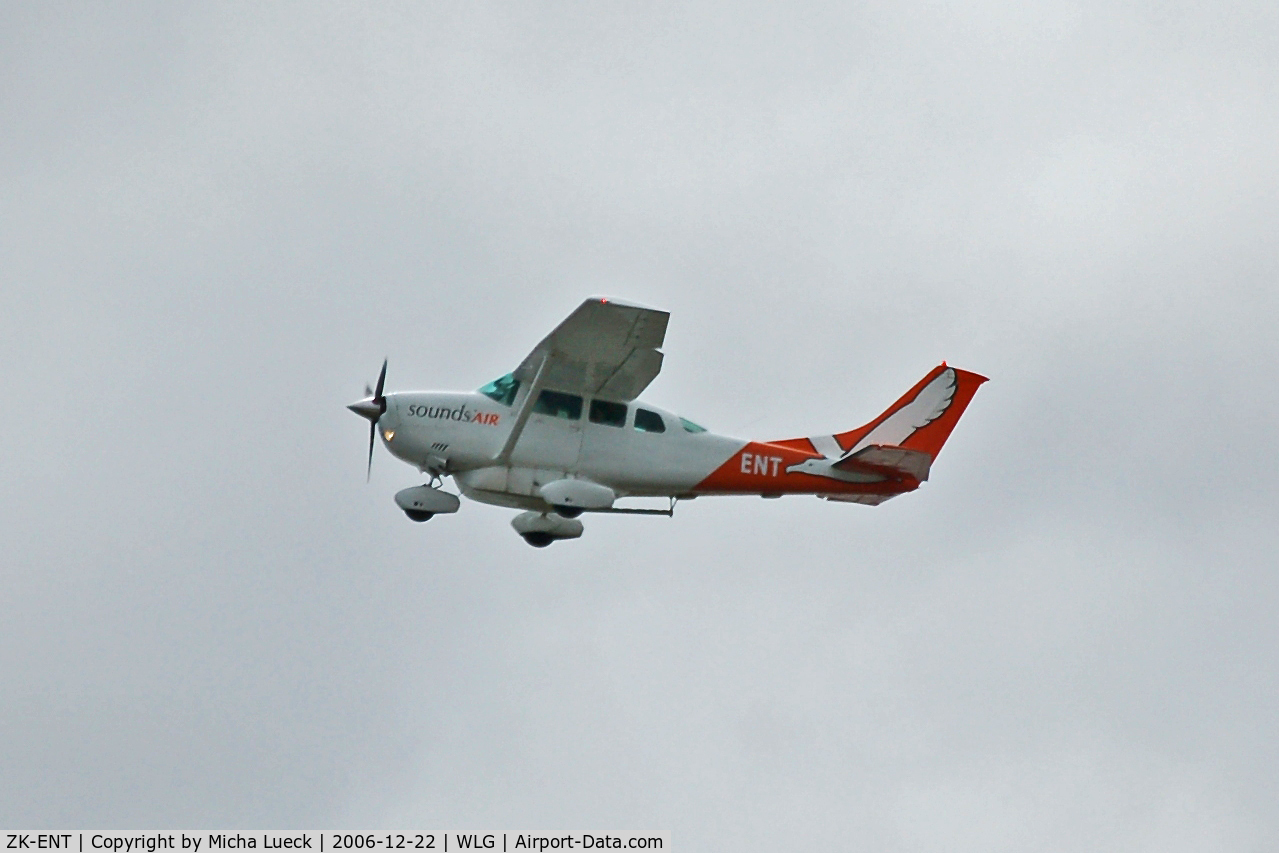 ZK-ENT, Cessna U206G Stationair C/N U20603667, Climbing out of Wellington