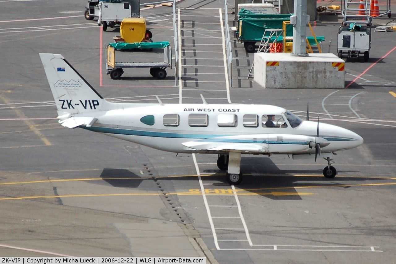 ZK-VIP, Piper PA-31-350 Chieftain C/N 31-7405482, Arriving at the parking position