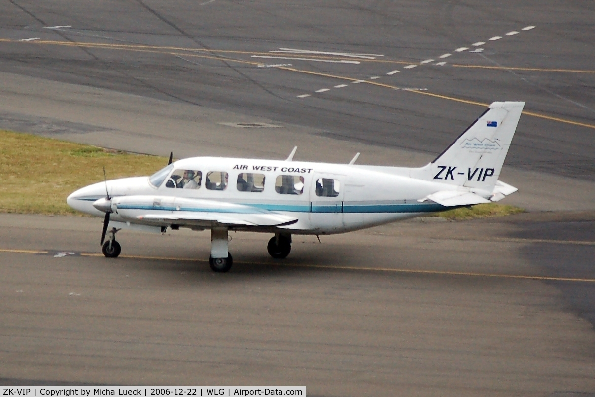 ZK-VIP, Piper PA-31-350 Chieftain C/N 31-7405482, Taxiing to the runway