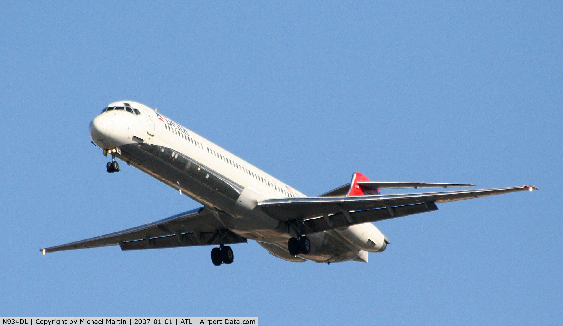 N934DL, 1989 McDonnell Douglas MD-88 C/N 49721, On final for Runway 26L