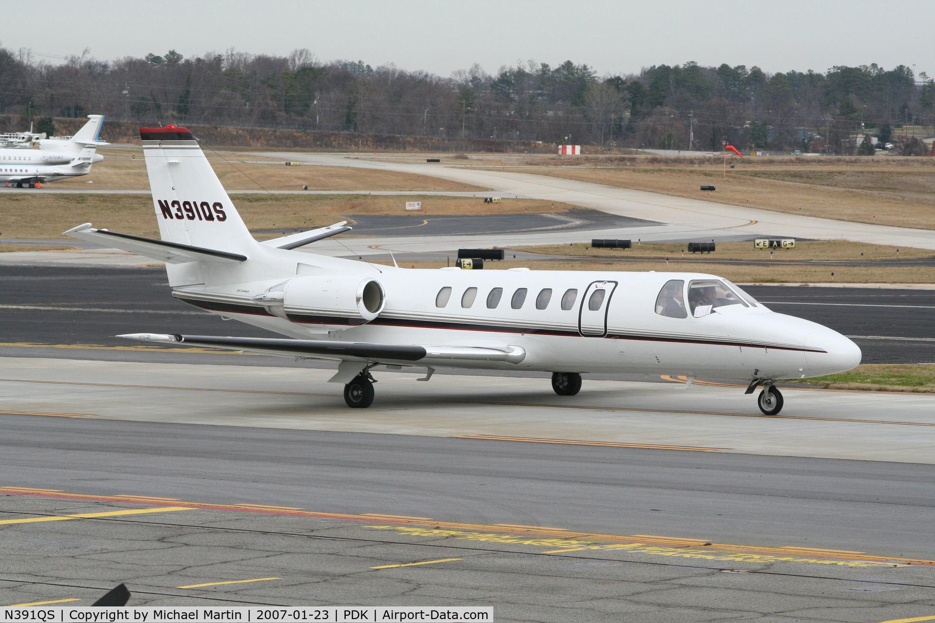 N391QS, 1998 Cessna 560 C/N 560-0493, Taxing to Runway 2R