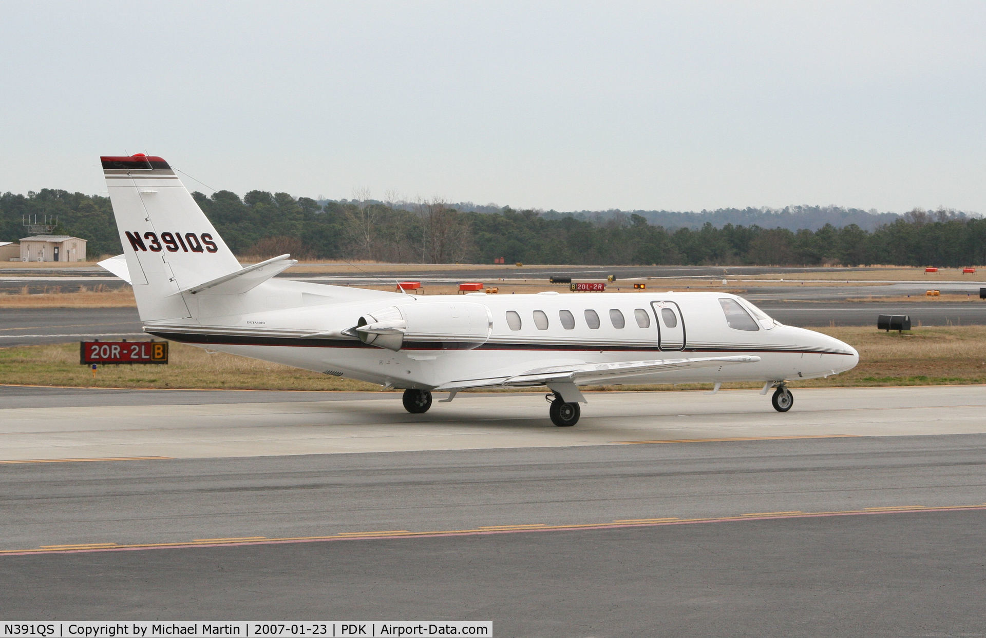 N391QS, 1998 Cessna 560 C/N 560-0493, Taxing to Runway 2R