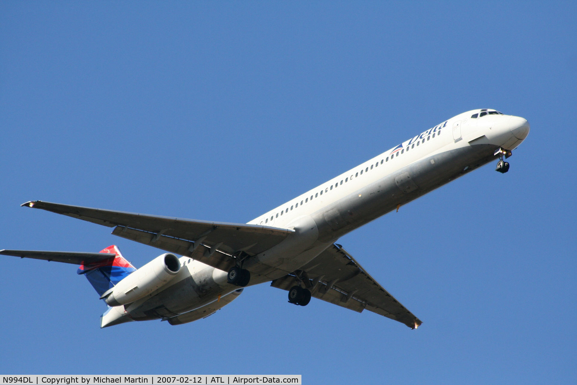 N994DL, 1991 McDonnell Douglas MD-88 C/N 53346, On final for Runway 9R
