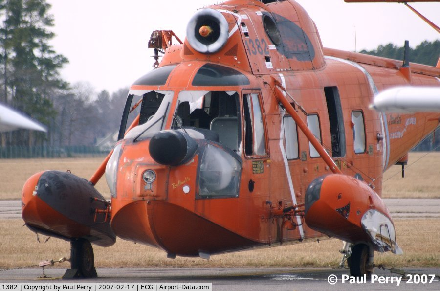 1382, Sikorsky HH-52A Sea Guardian C/N 62.063, Better view of the nose. Under the radar, she carries the moniker