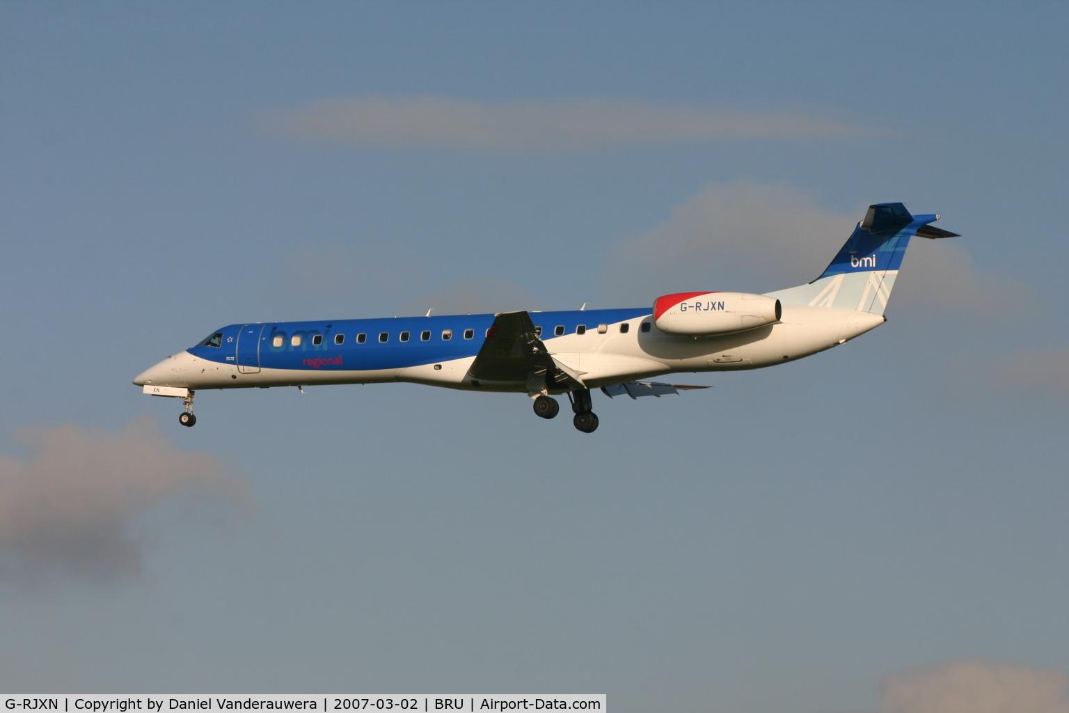 G-RJXN, 2000 Embraer ERJ-145MP (EMB-145MP) C/N 145336, flight BD627 is descending to rwy 25L