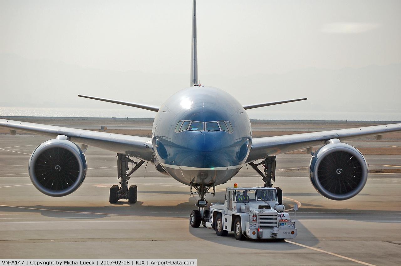 VN-A147, 1998 Boeing 777-2Q8/ER C/N 27607, Push-back