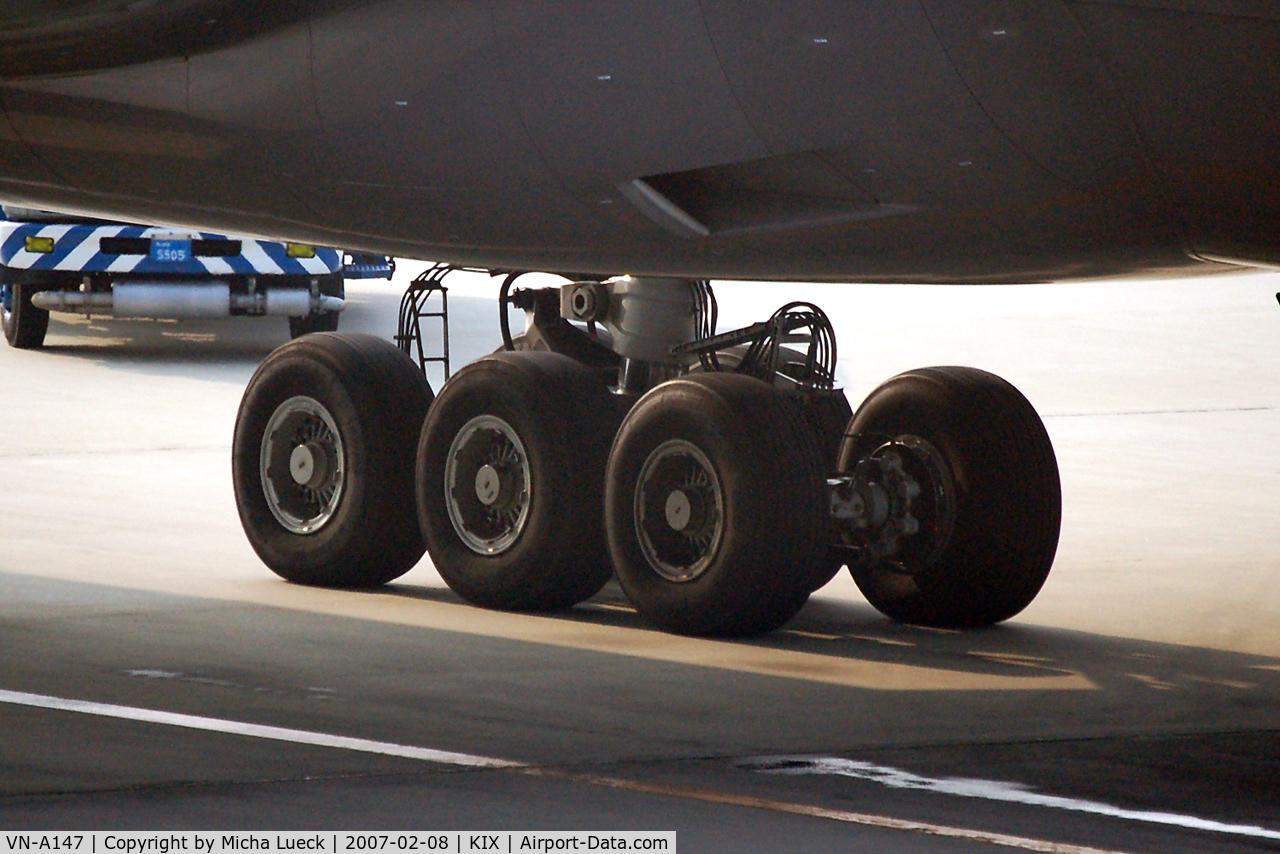 VN-A147, 1998 Boeing 777-2Q8/ER C/N 27607, Big wheels