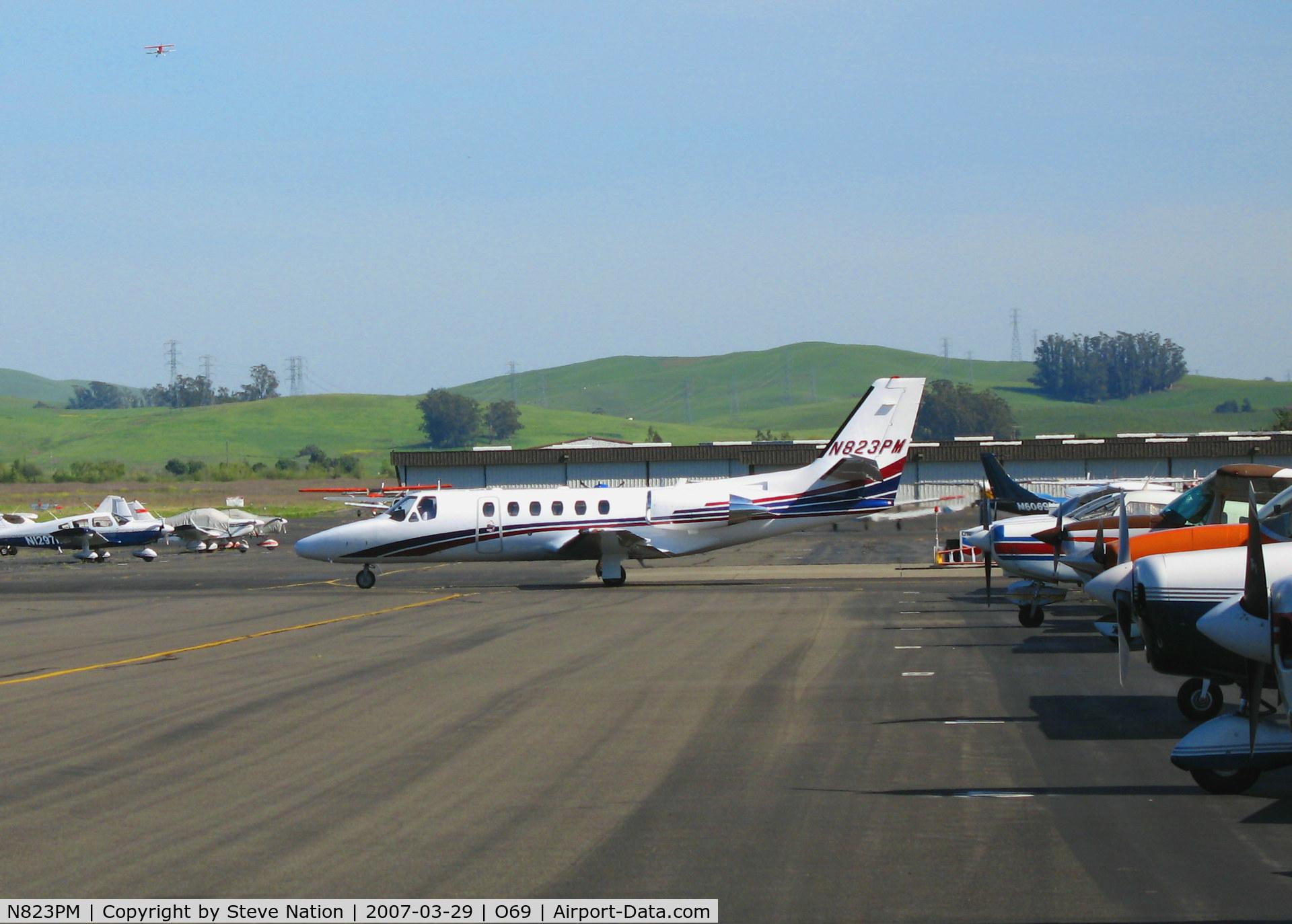 N823PM, 2003 Cessna 550 C/N 550-1064, TBN Group 2003 Cessna 550 rolling @ Petaluma, CA
