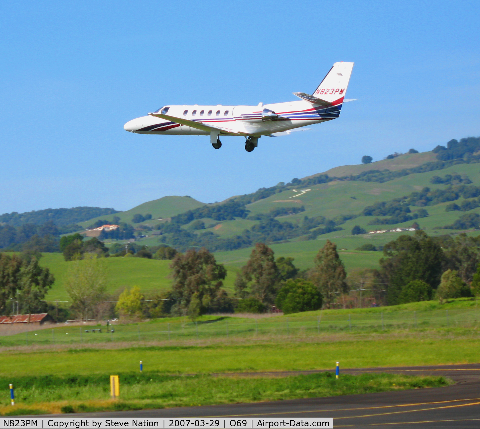 N823PM, 2003 Cessna 550 C/N 550-1064, TBN Group 2003 Cessna 550 gear-up and leaving @ Petaluma, CA