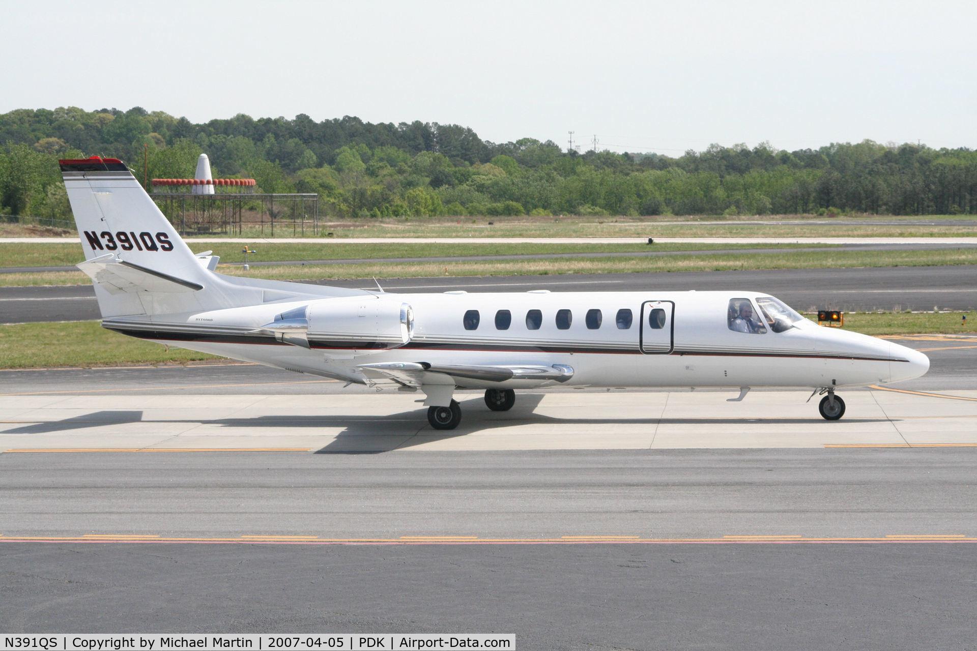 N391QS, 1998 Cessna 560 C/N 560-0493, Execjet 391 taxing to Runway 2R