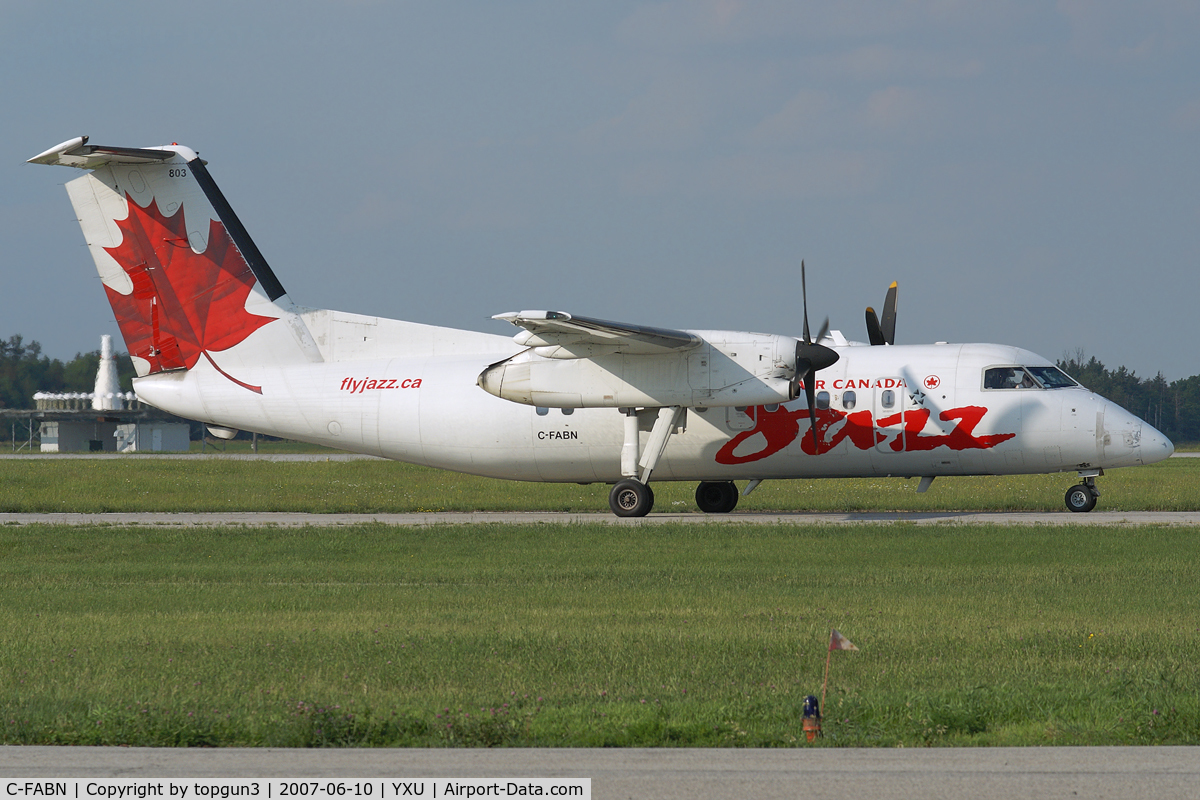 C-FABN, 1986 De Havilland Canada DHC-8-102 Dash 8 C/N 044, Taxiing on Golf.