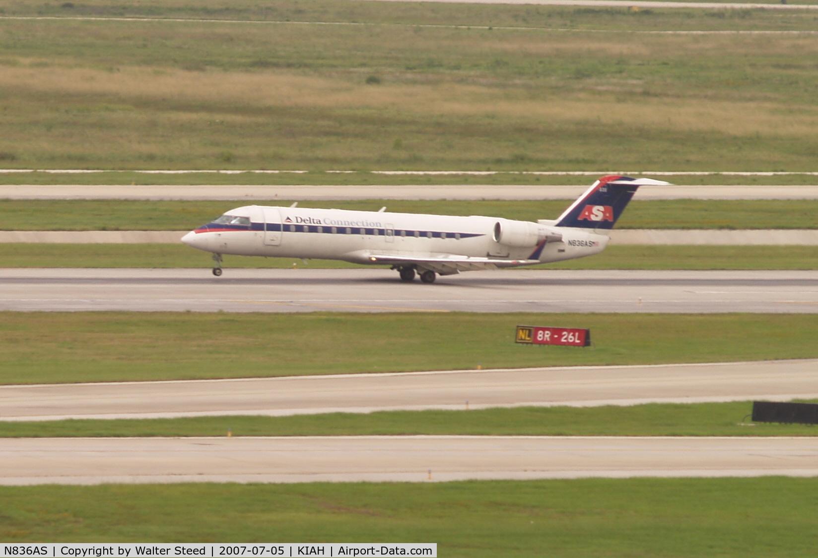 N836AS, 1998 Bombardier CRJ-200ER (CL-600-2B19) C/N 7263, Landing RW27