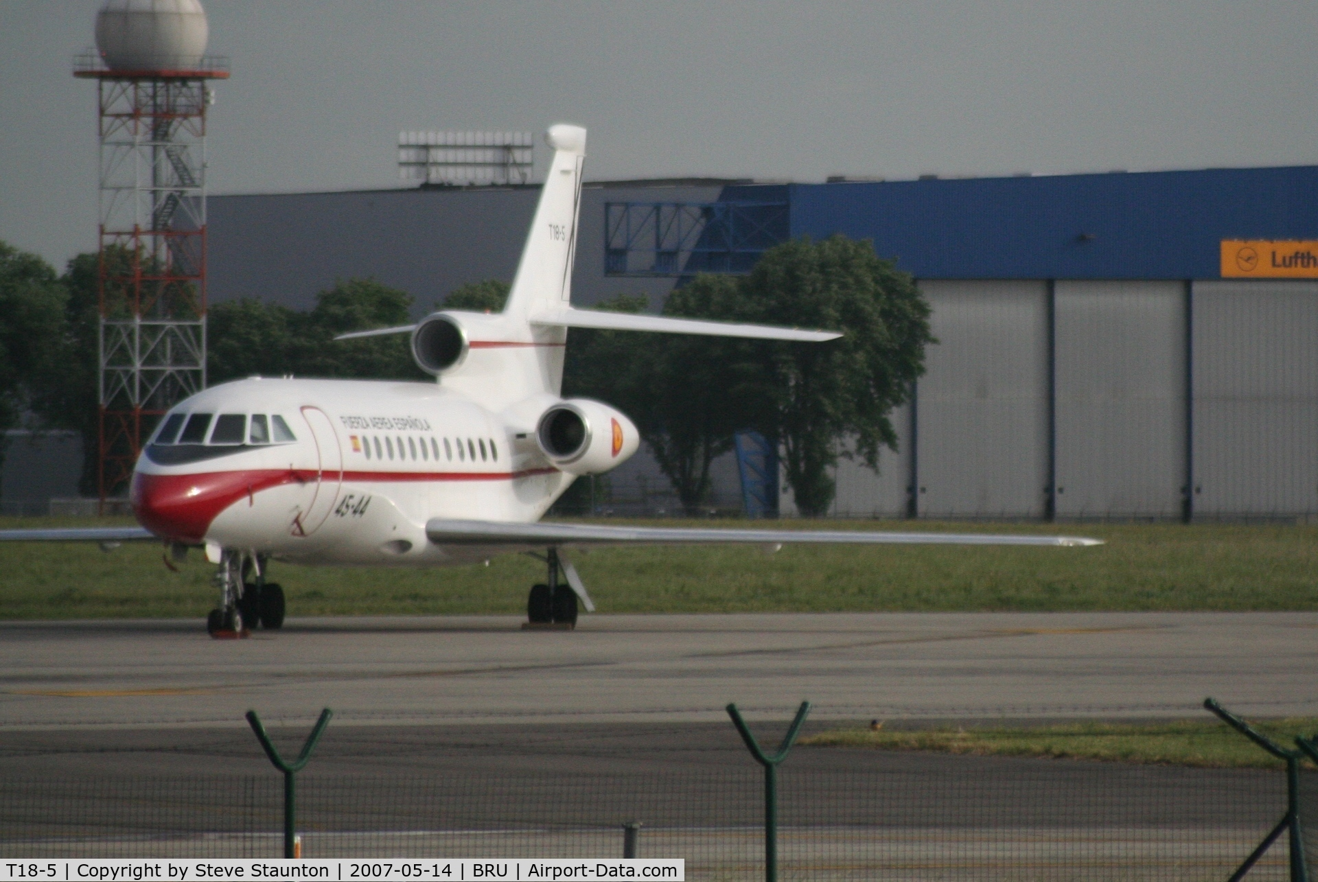 T18-5, 1989 Dassault Falcon 900 C/N 73, Taken from inside a coach at Brussels Airport