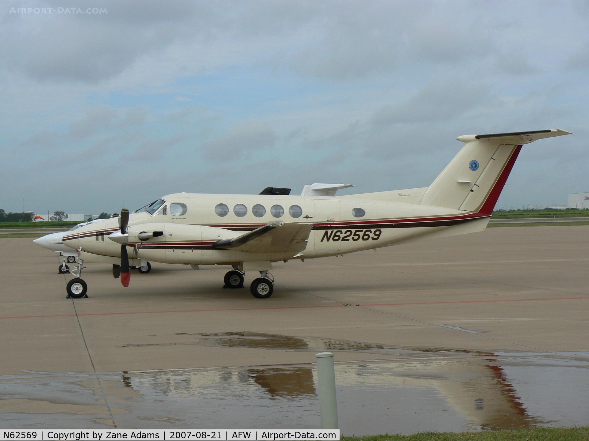 N62569, 1982 Beech B200 King Air C/N BB-1028, State of Texas Logo on tail - TXDOT