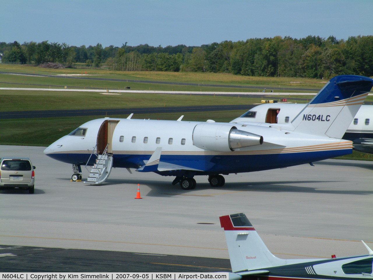 N604LC, 1998 Bombardier Challenger 604 (CL-600-2B16) C/N 5373, N604LC at KSBM