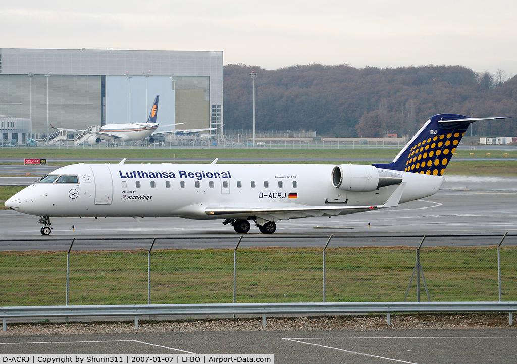 D-ACRJ, b CRJ-200ER (CL-600-2B19) C/N 7864, Taxiing to the terminal