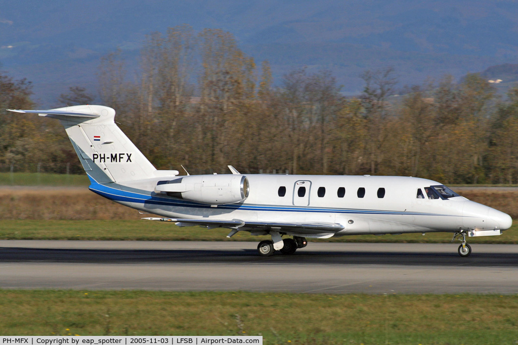 PH-MFX, 1994 Cessna 650 Citation VI C/N 650-0240, departing on rwy 16