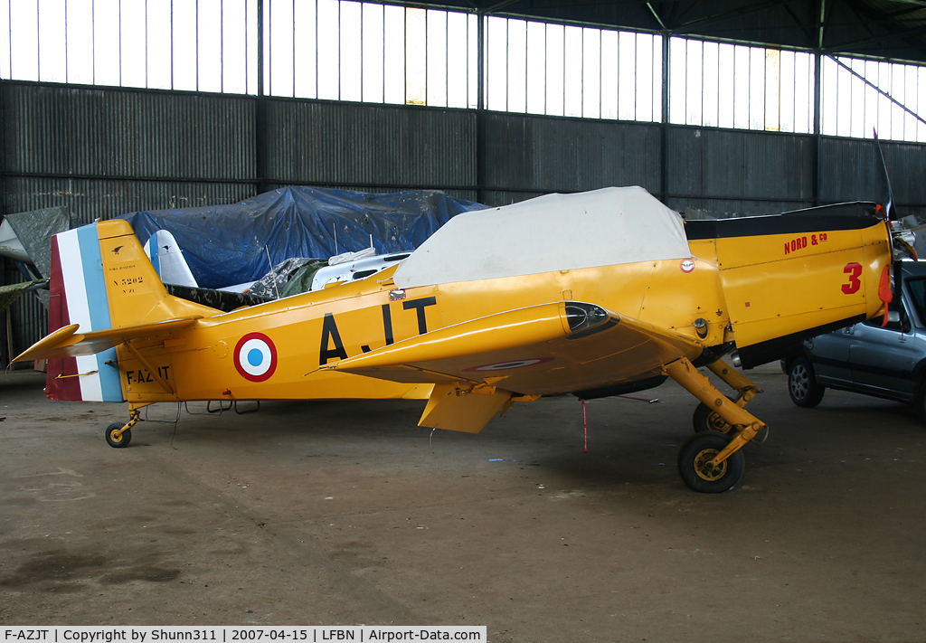 F-AZJT, Nord 3202 Master C/N 71, Hangared... Used by 'Les Ailes du Souvenir'