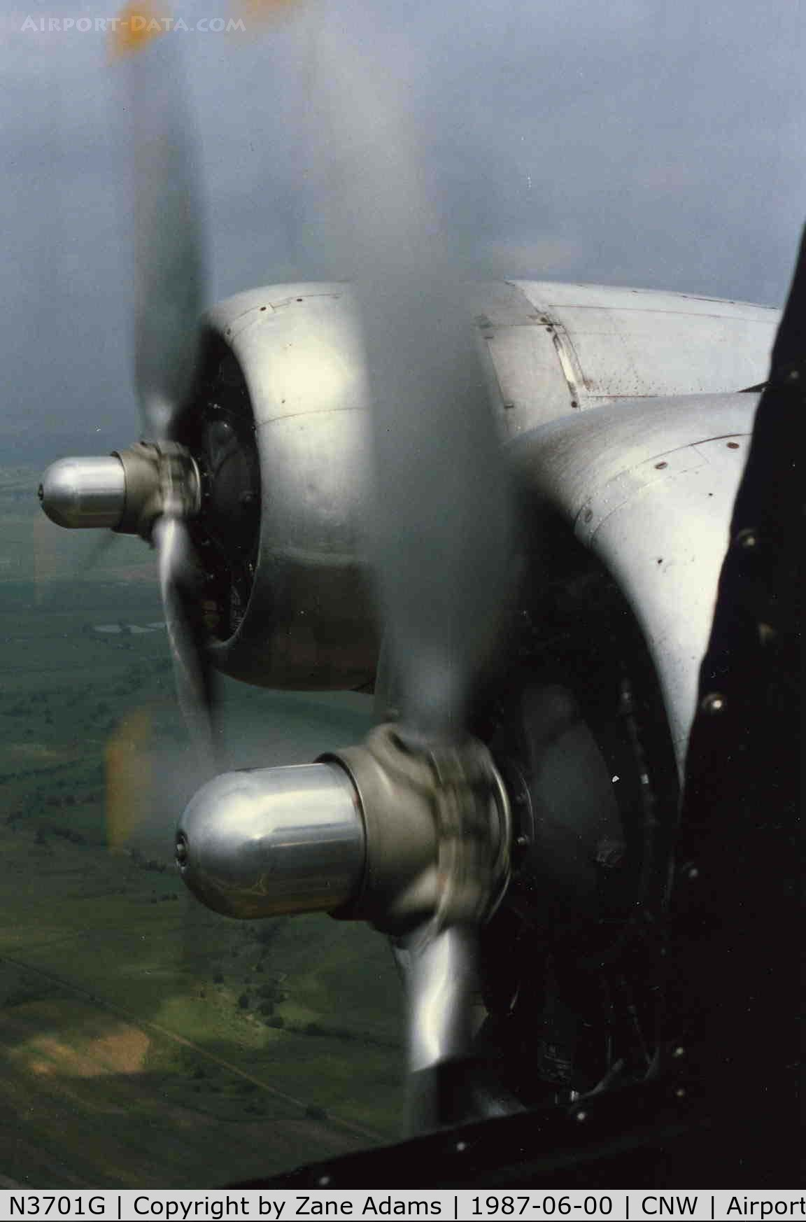 N3701G, Boeing B-17G Flying Fortress C/N 44-8543A, Out the starboard navigators window!