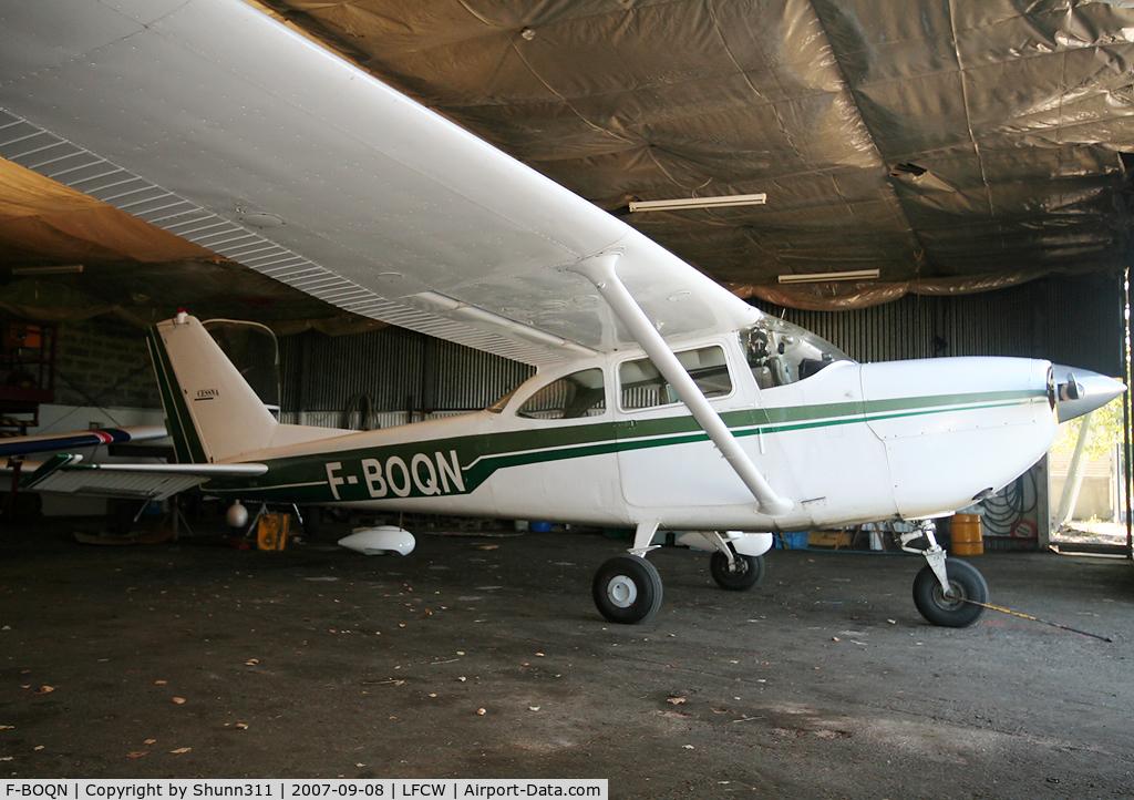 F-BOQN, Cessna R172E C/N R1720256, Inside the Airclub's hangar