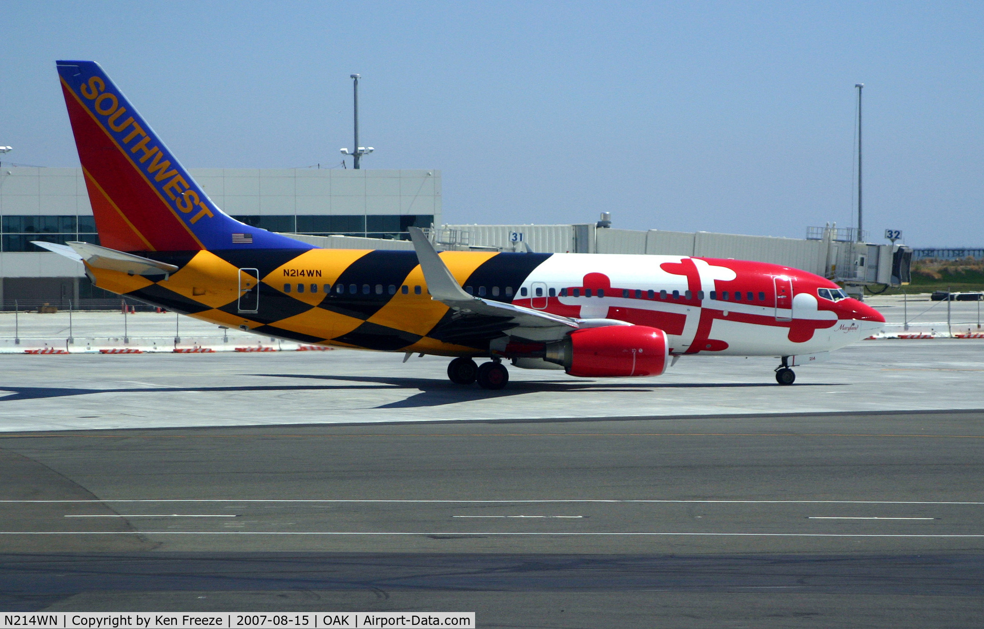 N214WN, 2005 Boeing 737-7H4 C/N 32486, SouthWest 737 in the Maryland state flag colors