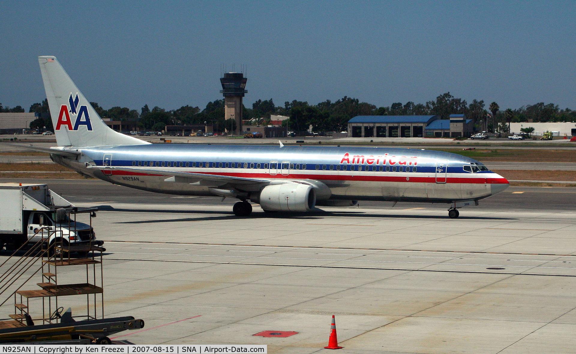 N925AN, 1999 Boeing 737-823 C/N 29526, American 737 taxis at John Wayne Airport