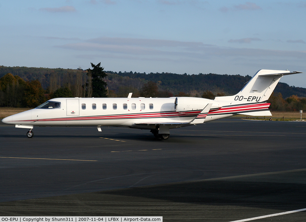 OO-EPU, Learjet 45 C/N 45-291, Taxiing to the runway for departure