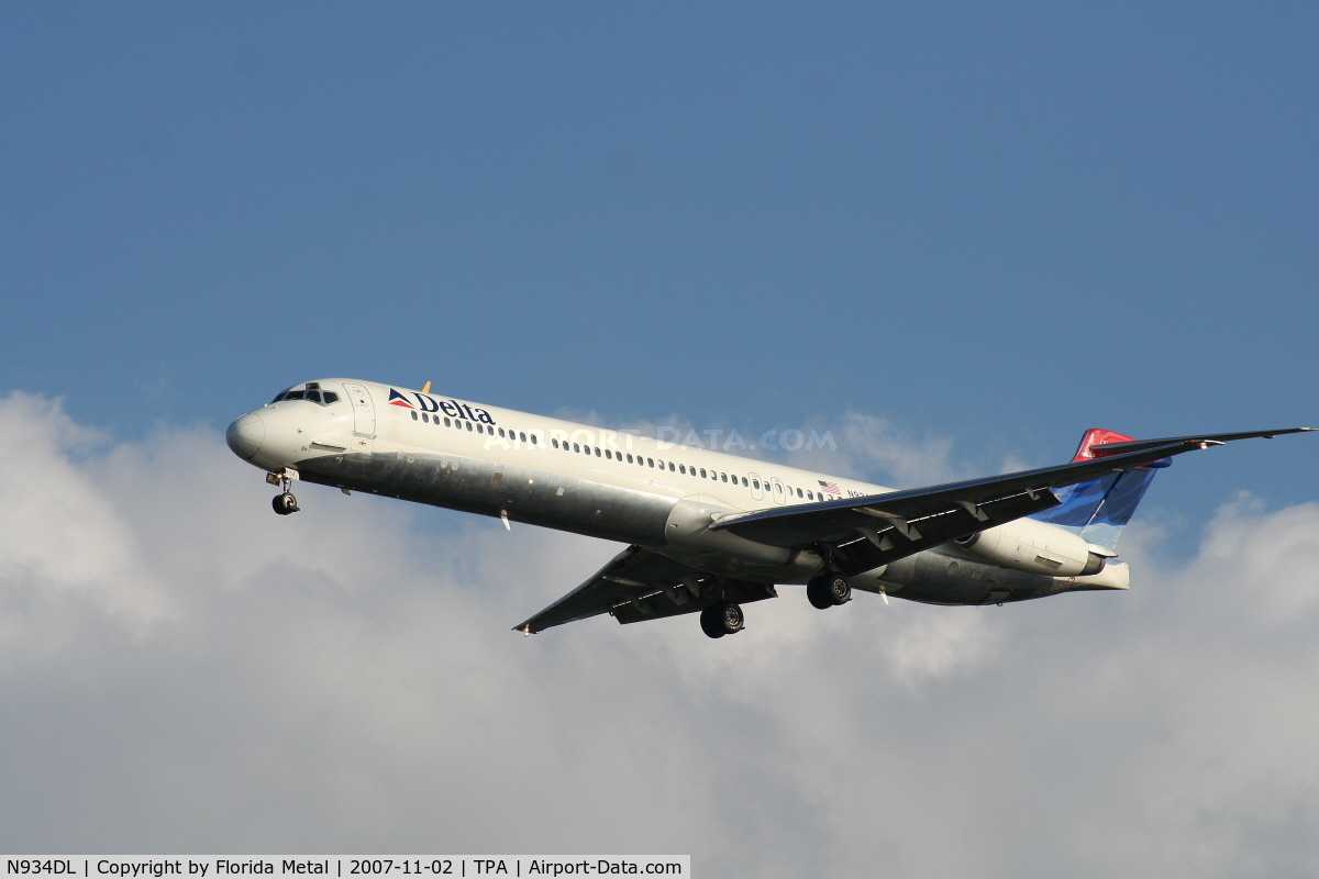 N934DL, 1989 McDonnell Douglas MD-88 C/N 49721, Delta