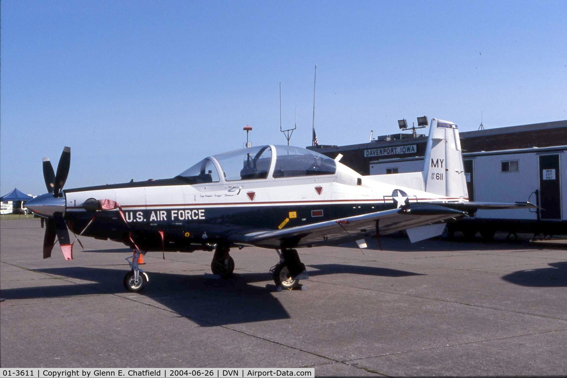 01-3611, 2001 Raytheon T-6A Texan II C/N PT-134, Texan II at the Quad Cities Air Show