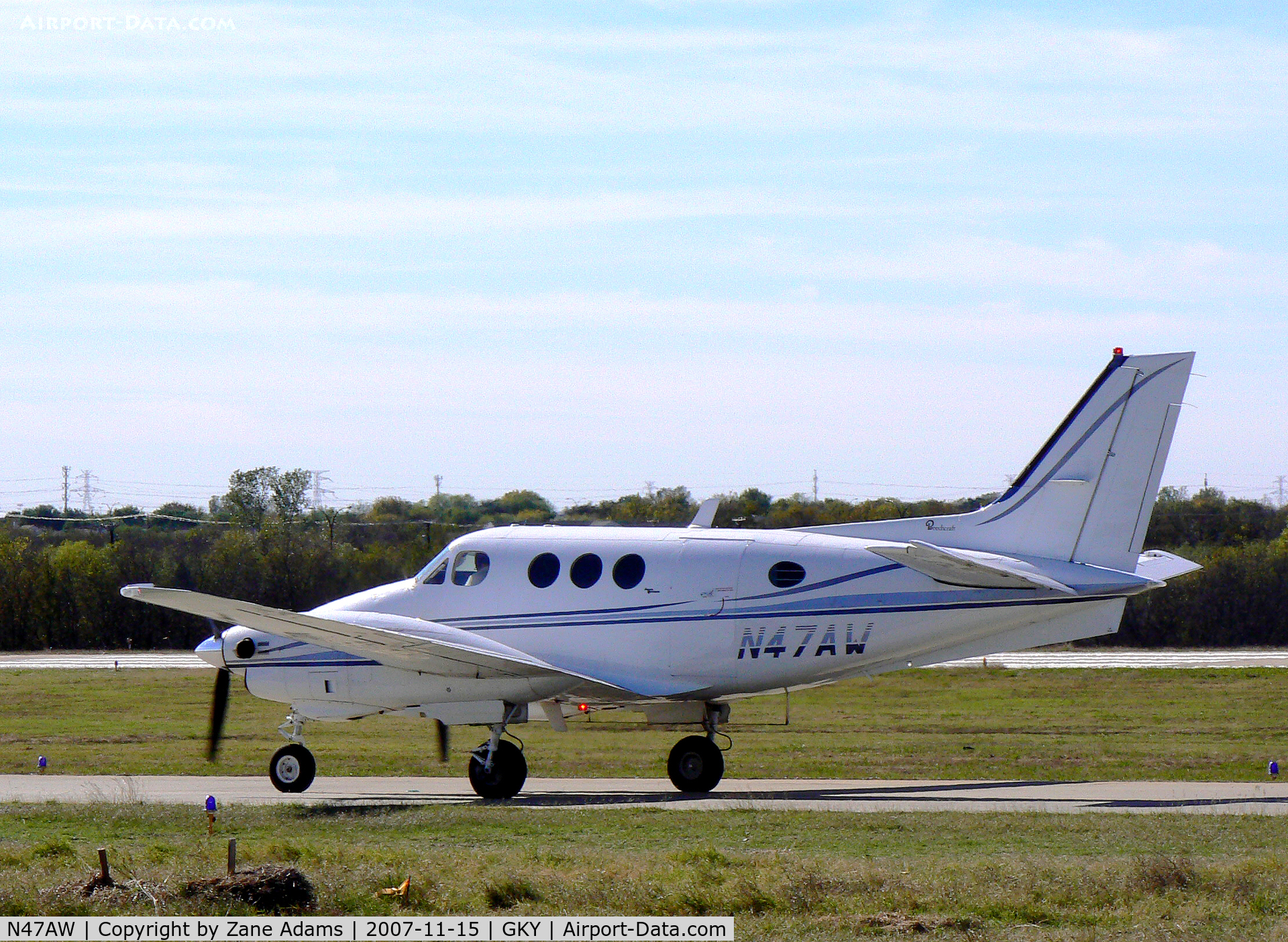 N47AW, 1975 Beech E-90 King Air C/N LW-130, Taxi out for takeoff at Arlington