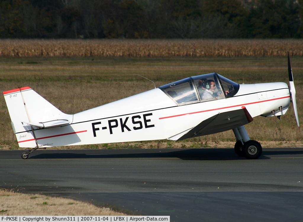 F-PKSE, Jodel D-112 C/N 1765, Arriving to the terminal