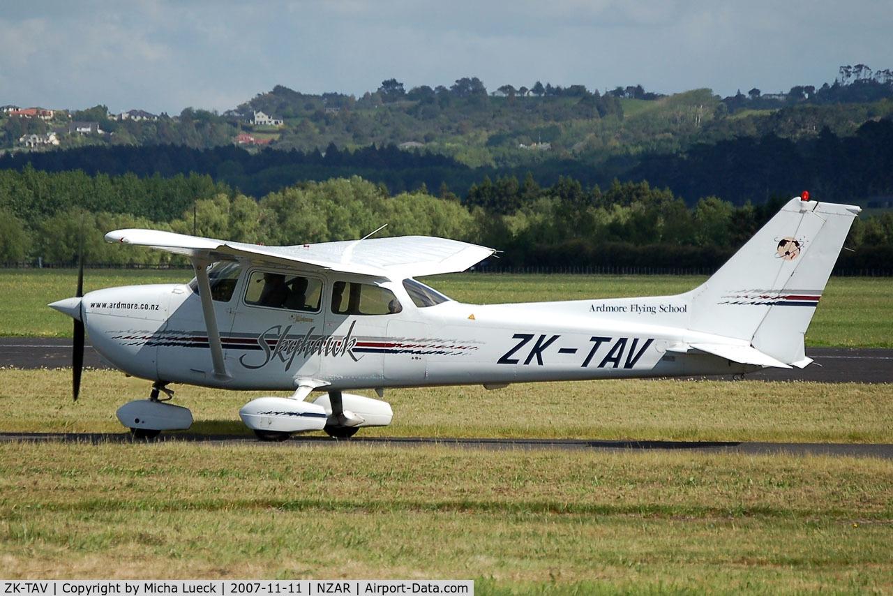 ZK-TAV, Cessna 172R Skyhawk C/N 17280654, At Ardmore