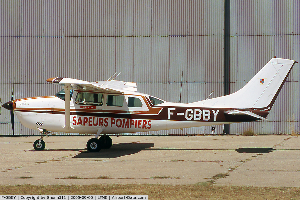 F-GBBY, Cessna U206G Stationair C/N U20604375, Parked in front of the Airclub's hangar