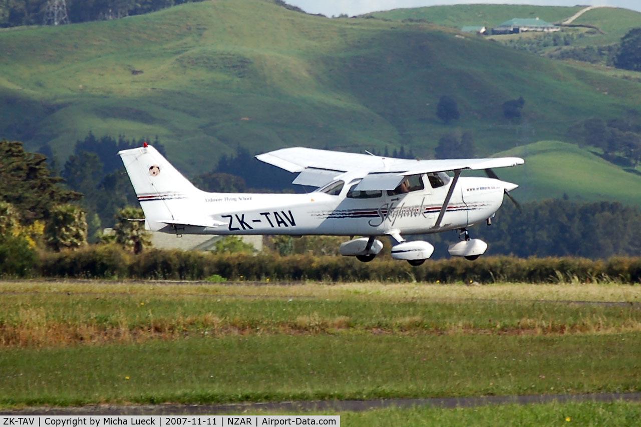 ZK-TAV, Cessna 172R Skyhawk C/N 17280654, Full flaps