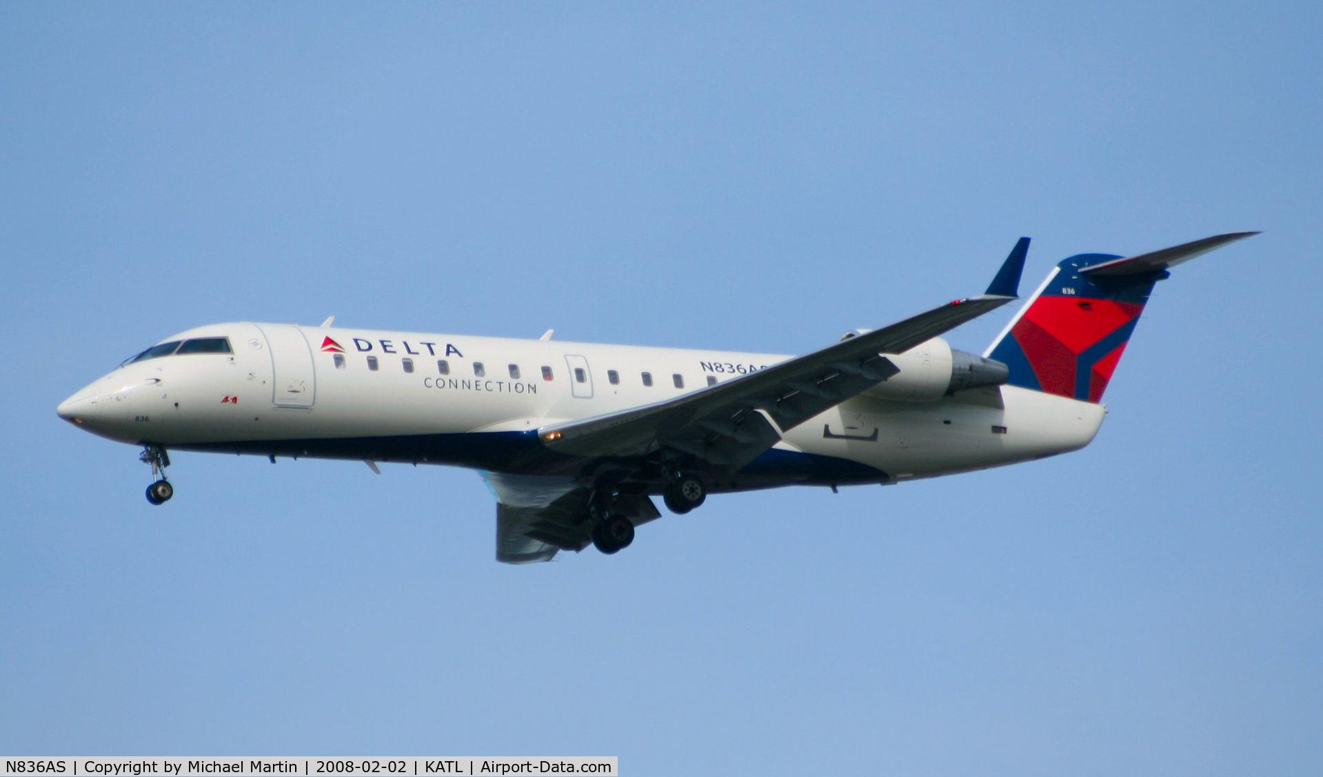 N836AS, 1998 Bombardier CRJ-200ER (CL-600-2B19) C/N 7263, On final for Runway 26R