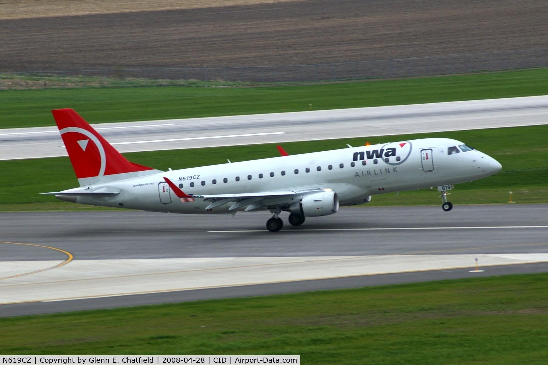 N619CZ, 2008 Embraer 175LR (ERJ-170-200LR) C/N 17000213, Rotating on take off roll runway 31