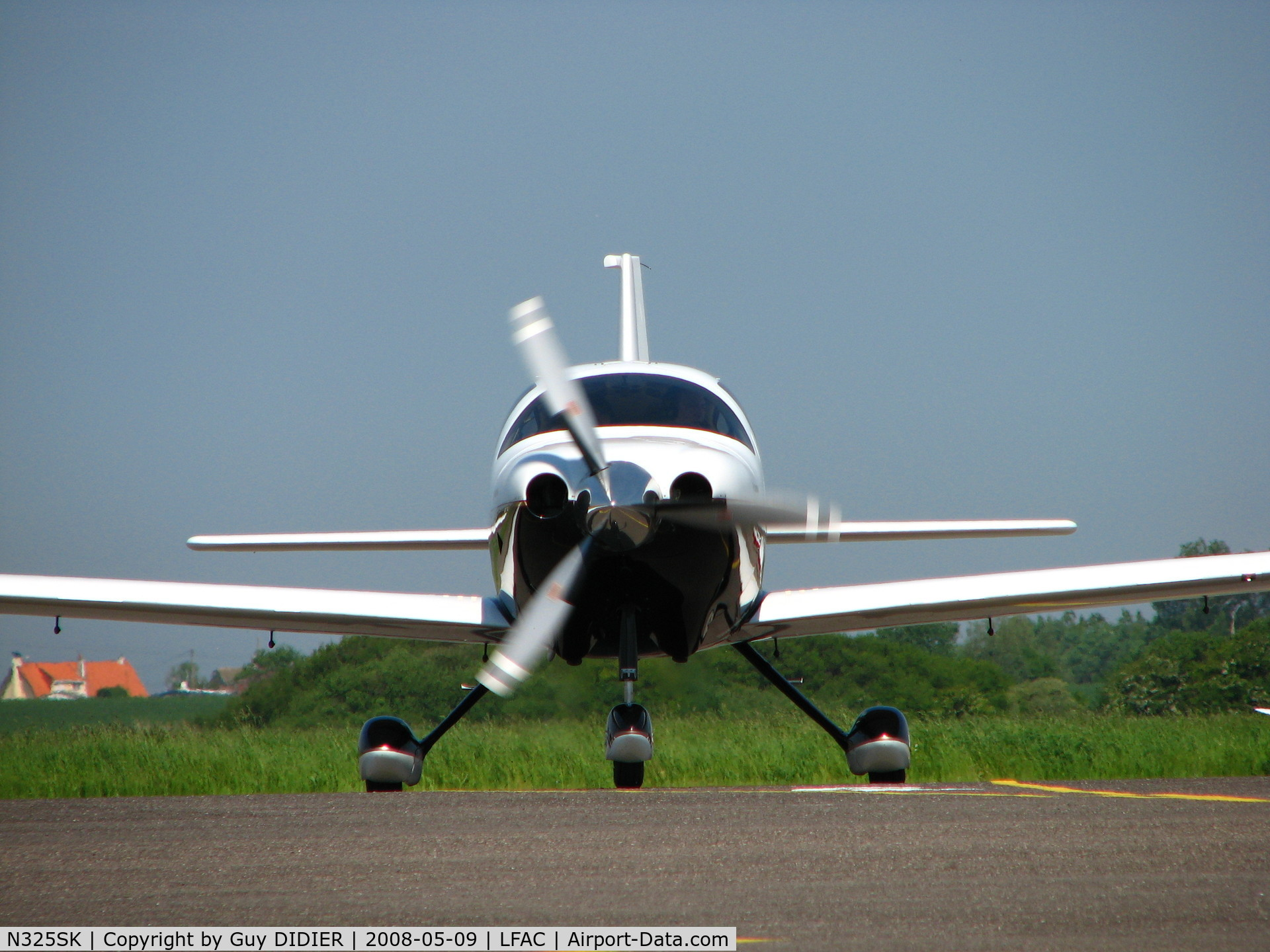 N325SK, 2005 Lancair LC41-550FG C/N 41528, Ready to taxi at Calais - France