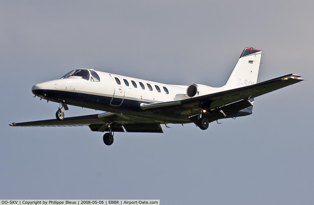 OO-SKV, 1996 Cessna 560 Citation V C/N 560-0153, Bizzjet on short final rwy 02.