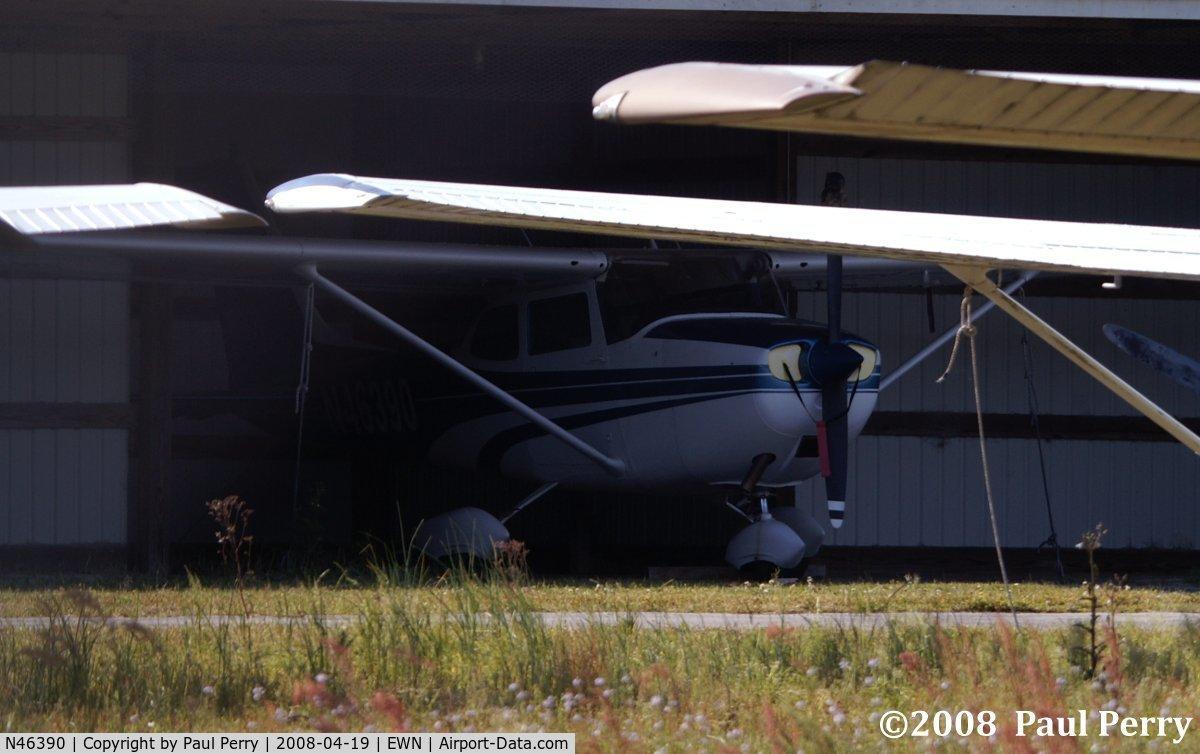N46390, 1968 Cessna 172K Skyhawk C/N 17257235, Sheilded from the glaring sun