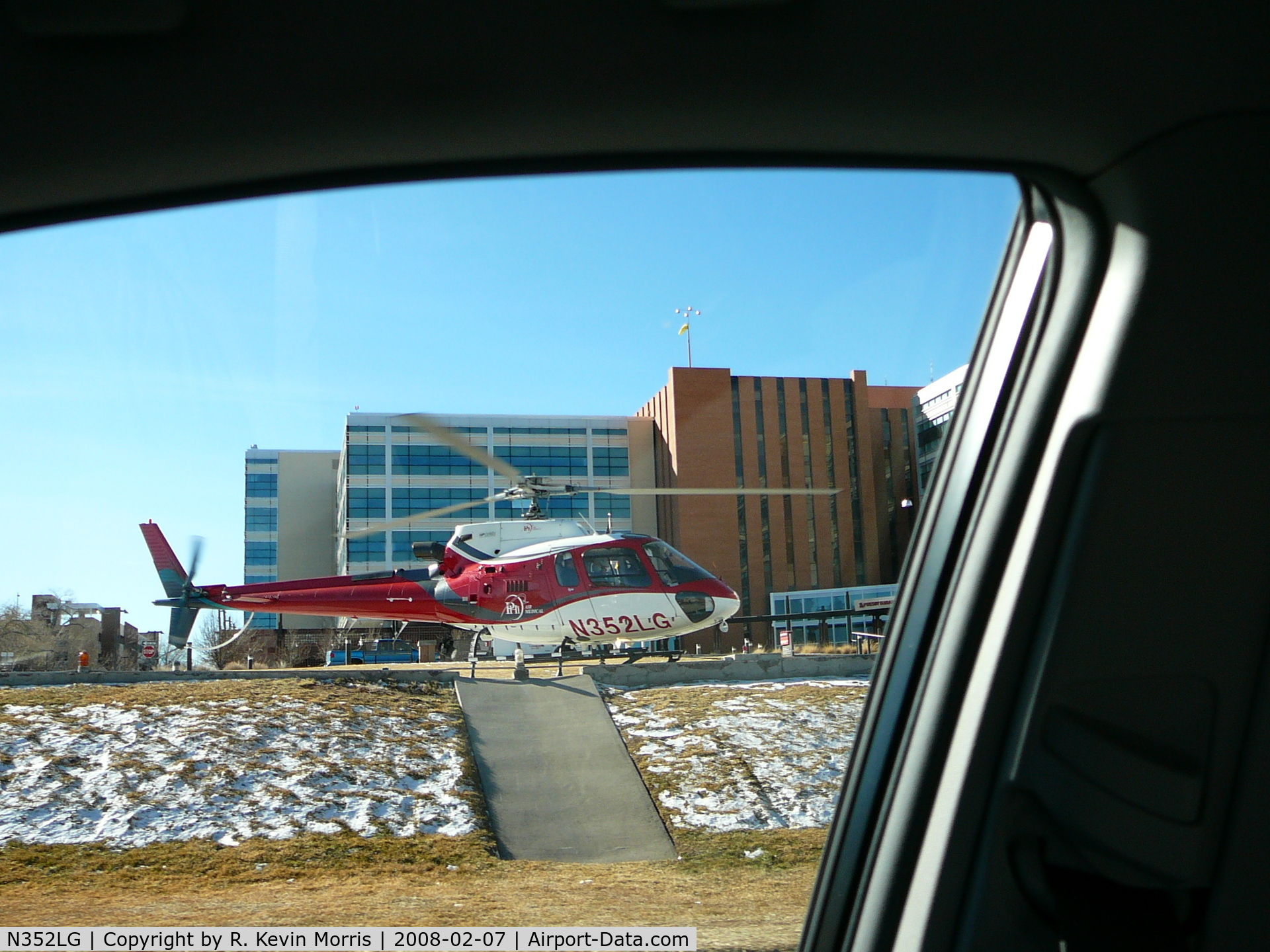 N352LG, Eurocopter AS-350B-3 Ecureuil C/N 3777, Medical Helicopter at Albuquerque, NM Hospital - ready for departure.